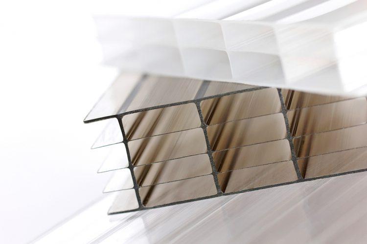 Какие факторы следует учитывать при выборе поликарбонатных листов