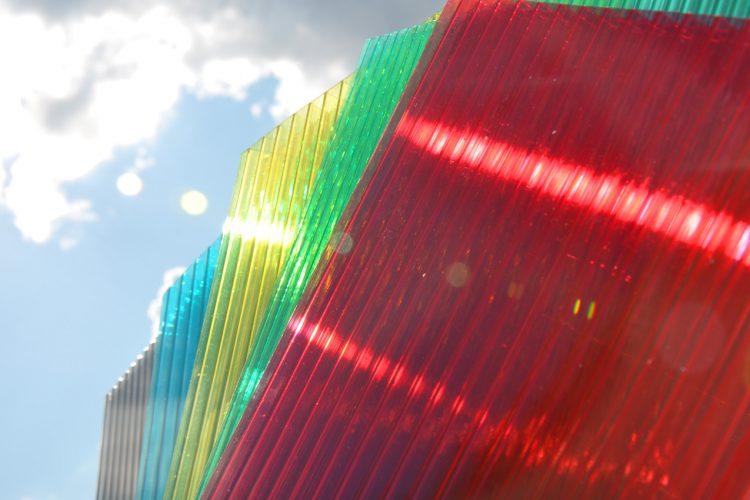 Ультрафиолетовая защита поликарбоната